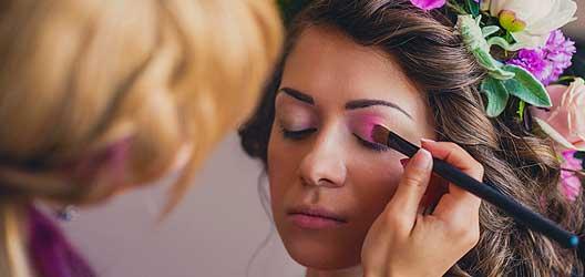Frisur Styling Vorbereitung Hochzeit - Hochzeitsfrisur und MakeUp Berlin