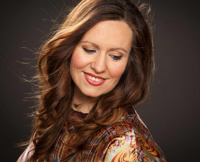 Sangerin Julia Fur Besondere Events Creative Entertainment Concepts